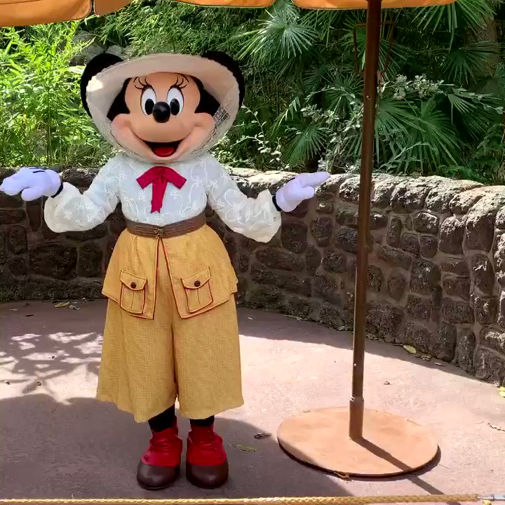 🌿 Minnie Mouse 🐭🎀💛 apporte du soleil ☀️ à votre week-end ! 🌿  #disneyparks #DisneylandParis #sundayvibes