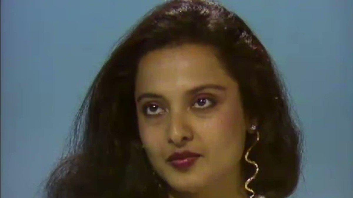 "Replying to @FilmHistoryPic: Rekha hums ""mujhe tum nazar se"""