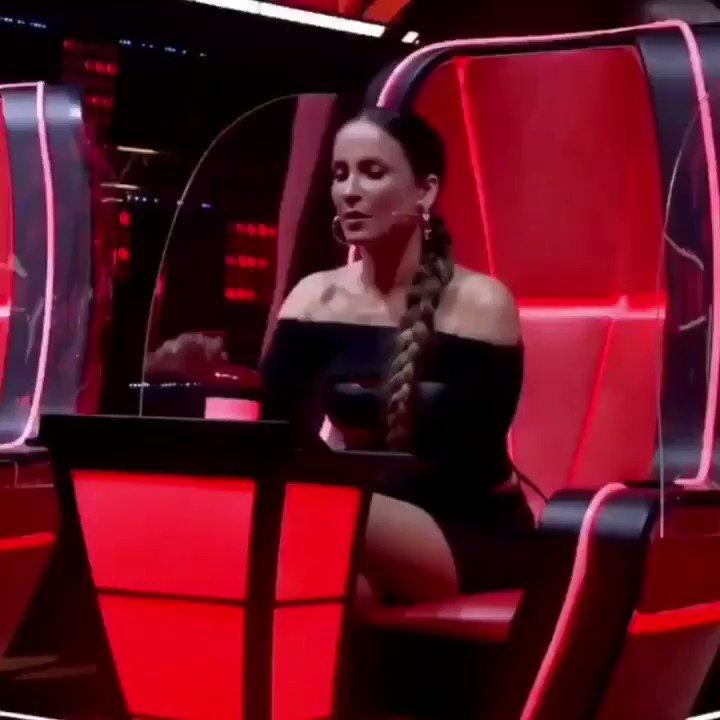Replying to @rainhaleittefc: Candidato : a  Eu : Claudiaaa aperta o botãooo #TimeClaudia #TheVoiceMais