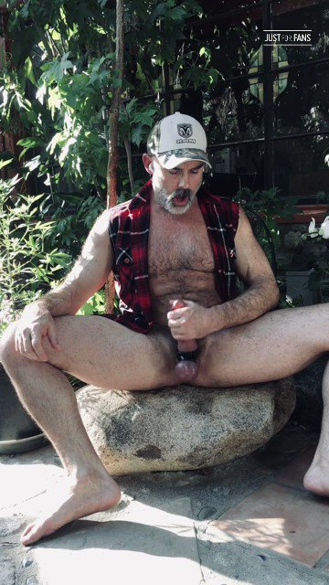 A new JFF superfan is enjoying my 91 videos, 129 posts, 43 photos, and 1701 likes. Here's a sneak peek