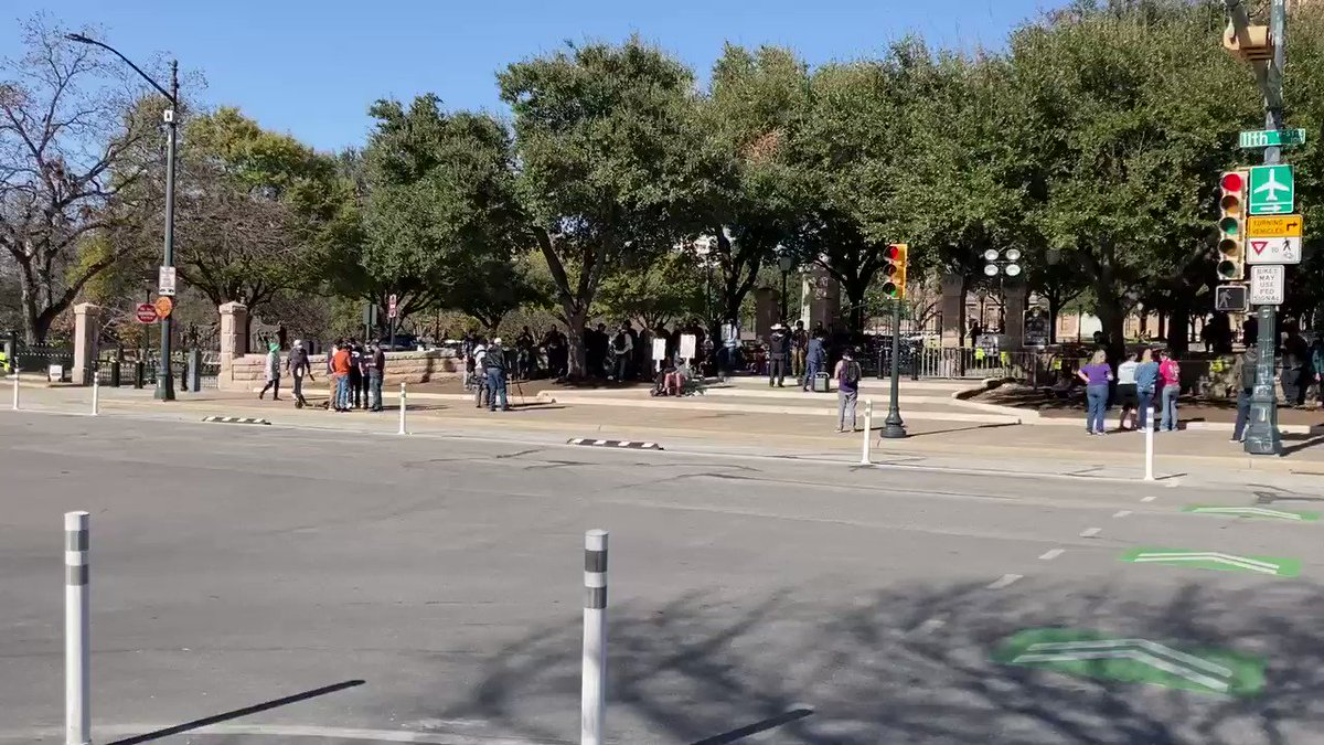 The gun rights rally today is very low-key. Even some protesters are leaving.