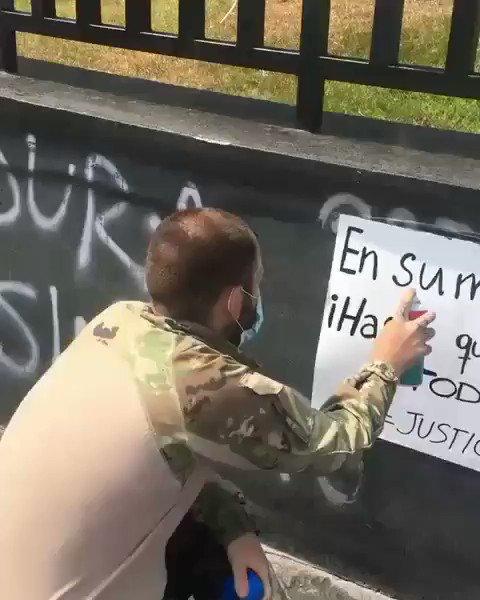 El memorial por las víctimas del #14N vuelve a ser vandalizado, alegando proselitismo terrorista y con representante de @MuniLima como mudo testigo.  @WaykaPeru @jfowks https://t.co/bhAWg2qZst