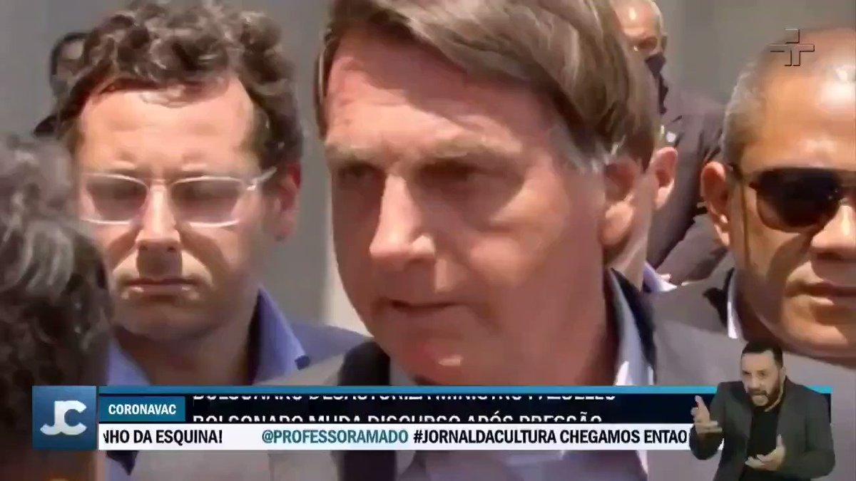 Bolsonaro, em 2020, mandando Pazuello suspender a compra da Coronavac. Repasse, pois o infeliz agora tá tentando virar o pai da vacina do Butantan