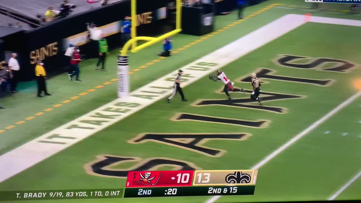 this poor guy lost his entire damn shoe! #TBvsNO #NFL #NFLPlayoffs  some people watch the game. some watch the sideline shenanigans. i watch both 🤙🏻