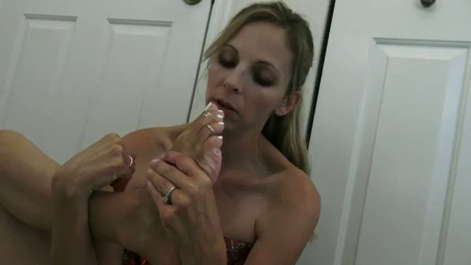 sucking on my long #toes preview for the full clip posted now on my onlyfans! https://t.co/B6JIXAEup
