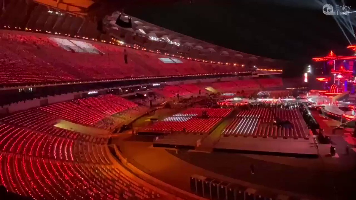 How do you feel painting the empty stadium like this by 35000 EnjoyGalaxy wireless led torches? #concert #NewYearsEve #lightingdesign #wemakeevents #events #stadium #creativelightdesign