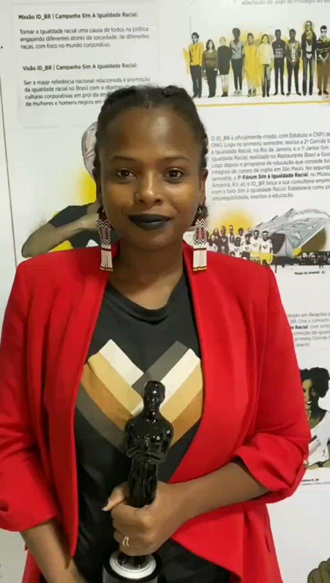 Segundou com Troféu Raça Negra 2020!! Parabéns a Afrobras e a Universidade Zumbi dos Palmares! Obrigada pelo reconhecimento.  Vida longa ao Prêmio Raça Negra!! ❤️💪🏿  E uma semana maravilhosa para nós! ❤️💪🏿