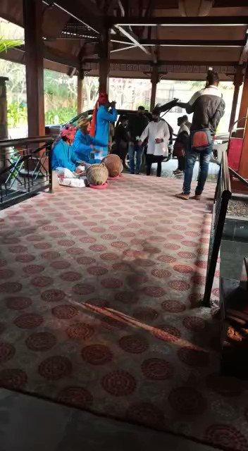 बॉलीवुड फिल्म अभिनेता अनिल कपूर पहुंचे पुष्कर, ढोल- नगाड़ों के बीच राजस्थानी परंपरानुसार किया स्वागत सत्कार, @AnilKapoor फिल्म की शूटिंग के लिए पहुंचे हैं राजस्थान, कल किशनगढ़ में होगी शूटिंग #Bollywood Film Actor #AnilKapoor arrives in #Pushkar, #Rajasthan, #India