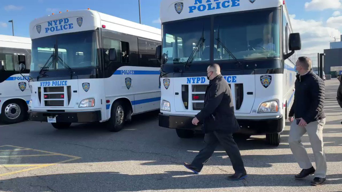 200 NYPD officers board buses heading to DC to assist in security for inauguration. All volunteered. More on their assignment on @NY1