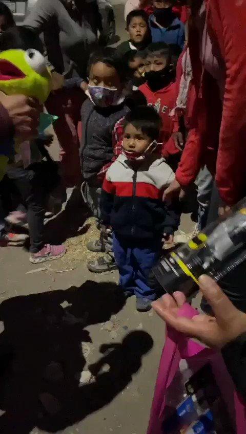 Cuando ves la sonrisa de un niño entiendes que en el dar esta el recibir...  Unidos Somos MAS. #ReyesMagos  #LiderazgoProactivo #Zacapechpan