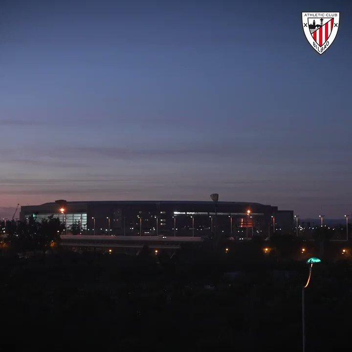 📽️ 𝗭𝗢𝗢𝗠 I Así vivieron la final de la #Supercopa nuestros leones desde la grada del Estadio de La Cartuja 😍  #DenonAmetsa 🏆 #BiziAmetsa   #AthleticClub 🦁