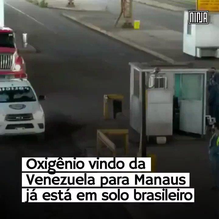 Solidariedade latinoamericana! Os caminhões com oxigênio cruzam a fronteira da Venezuela, rumo a Manaus. Maduro enviou 136 mil litros de oxigênio.   Enquanto Bolsonaro tenta encobrir seu fracasso com zombaria e discurso ideológico, a Venezuela dá mostra de humanidade.
