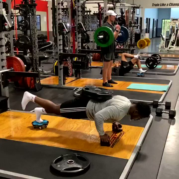 Here I have NFL athletes & GSP sponsored pros Marquell Beckwith, Taylor Heinicke, and Joe Horn performing a 3-part superset. Get 7 Day FREE Trial period for our MEMBERSHIP program with lots of options at  #fitness #workout