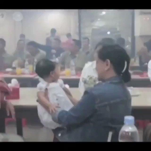 Pemandangan ini selalu kita lihat disaat Ibu - ibu sedang membawa anaknya ke Posyandu. Do'aku Semoga Pak Jokowi sekeluarga dirahmati oleh Allah SWT. dalam setiap langkanya demi Indonesia Maju,Amin... #MenujuIndonesiaMaju 🌻🇮🇩🇮🇩