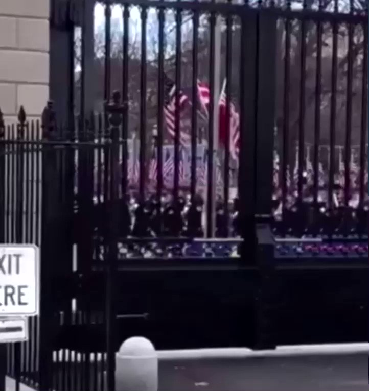 "Perfect. Trump's last day.  The Military Band right outside the White House — ""Hit The Road Jack""... https://t.co/B0kXDgqggB"