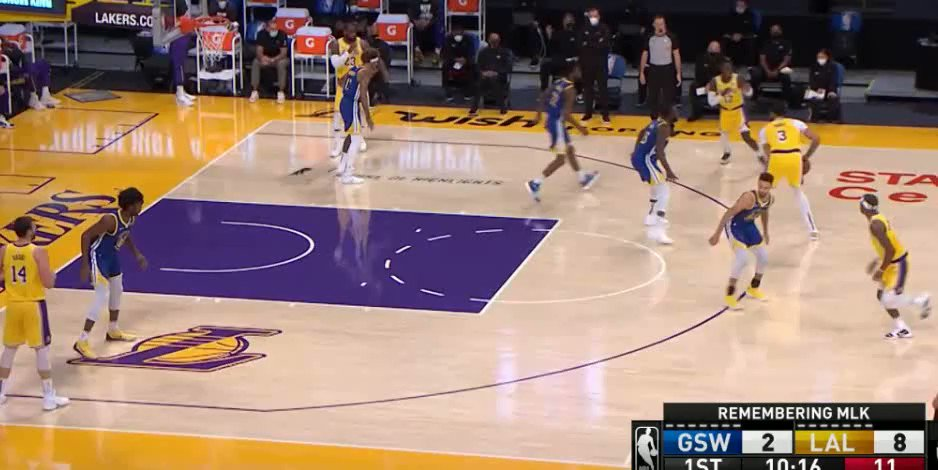 #Lakeshow  Vs #Warriors IQ Chose your favorite @AntDavis23 :  elegant assist or  strong dunk ? @Lakers