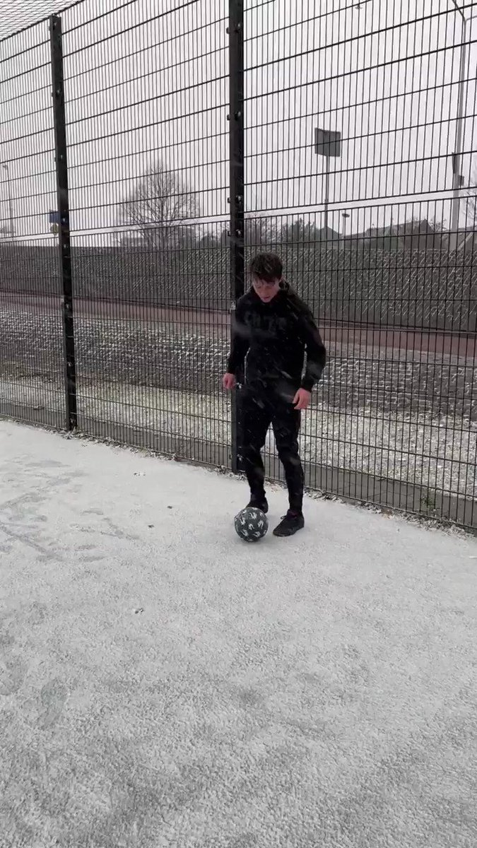 Skills in the snow are so satisfying 😍❄️   🎥 IG/streetpanna