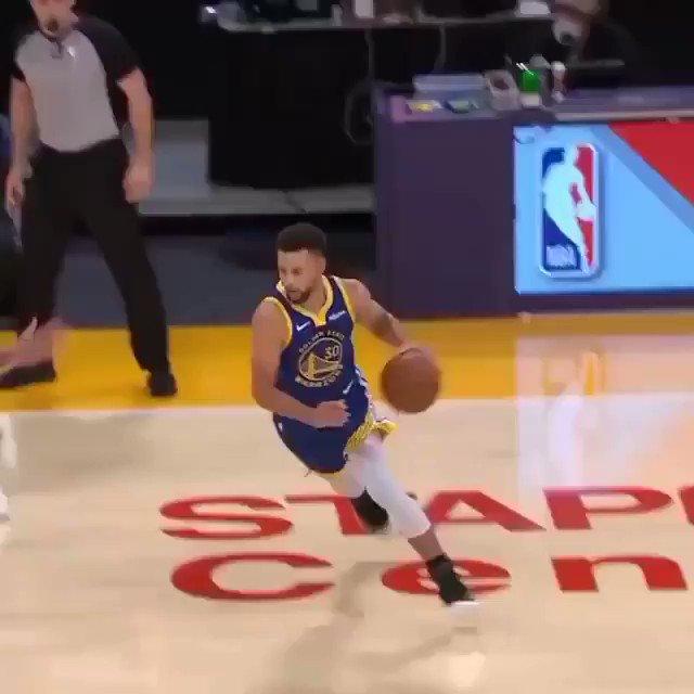 Et dire que certain doute encore du fait que Stephen Curry soit toujours le papa de LeBron et Anthony Davis vraiment ? #nba #Lakers #DubNation