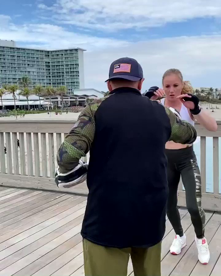 Training on the pier 👊🏻 #Florida Check the link in my bio for #TeamBullet and #TeamPantera active wear powered by @WSISports 💪🏻💪🏻💪🏻 https://t.co/mPFaZO7Sbk