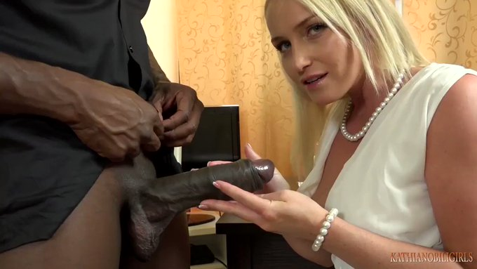 Sold my vid! YOUR wife blowing boss's 11 INCHES BBC https://t.co/i29tzCCeXb #MVSales https://t.co/C5