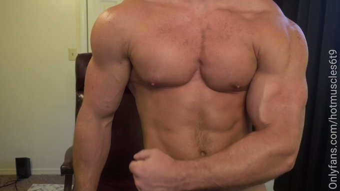 pure muscle stud flexing --- NAKED 😉 Join now for my hottest content @ https://t.co/fDboDEekMo  #muscleworship