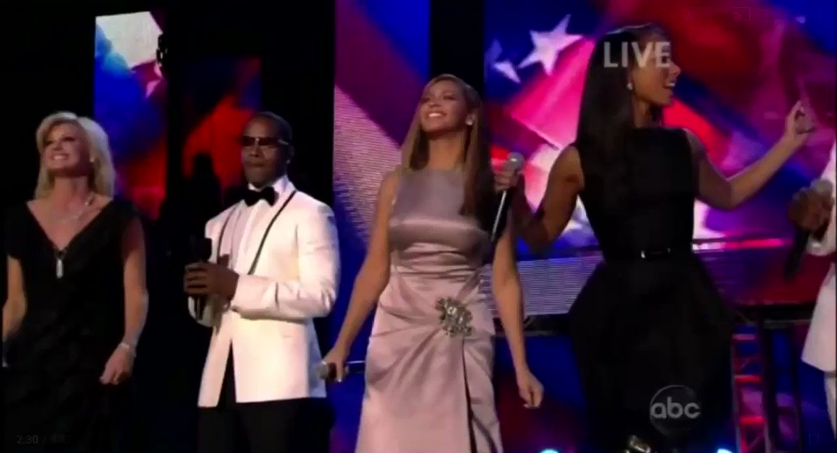 Look how everyone started looking at mariah carey when she started singing 🥺