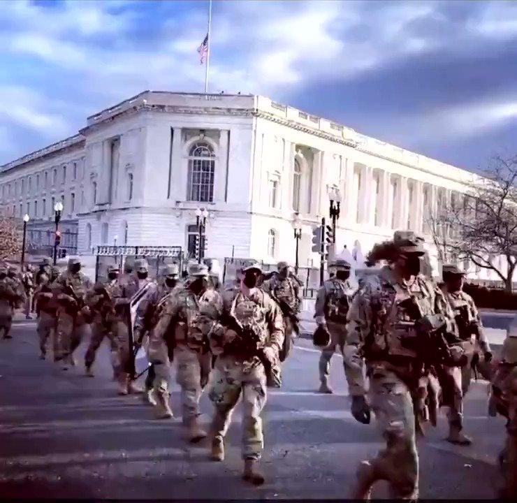 شاهد: #واشنطن تتحول الى ثكنة عسكرية مغلقة سويعات قبل خروج #ترامب من البيت الابيض   وتخوف كبير من اعمال عنف او محاولة لاغتيال #بايدن #امريكا