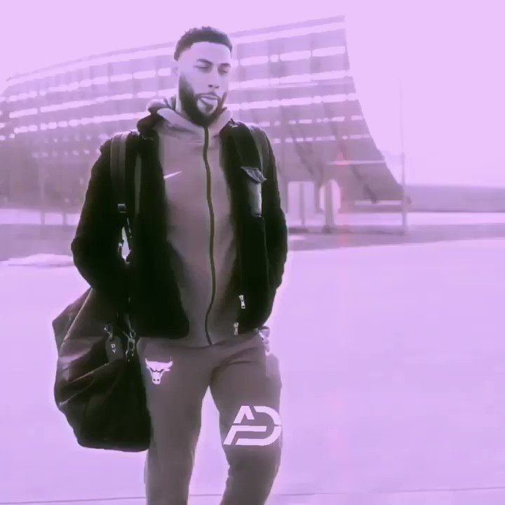 Fan cam for @denzelvalentine 😎 https://t.co/qpllIXIMYt
