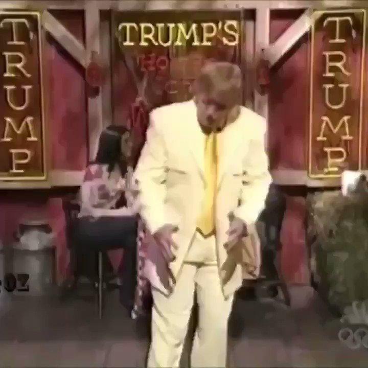 Bon ben ça y est Trump a fait ses valises 🙃 Il va remettre son costard jaune poussin et danser sur : C'est la danse des canards 🎶 Qui en sortant Trump le Loser de la mare 🎶 Se secouent les bas des reins 🎶 Et font #YOUREFIRED 🎶  #TrumpsLastDay  #TrumpIsACompleteFailure