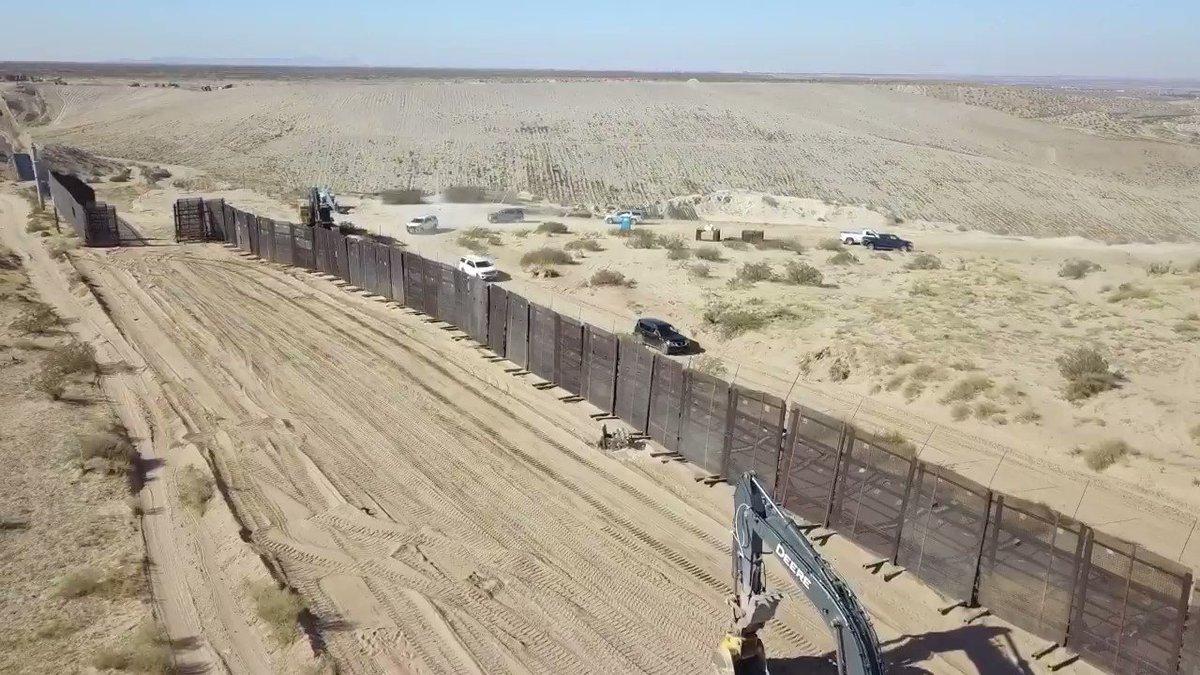 @AztecaNoticias @adn40 @ahoramasoficial @DHSgov @HechosAM Seguridad interna de los Estados Unidos recorre el muro de Trump previo a la toma de Biden !!! #BorderWall #BidenHarrisInauguration