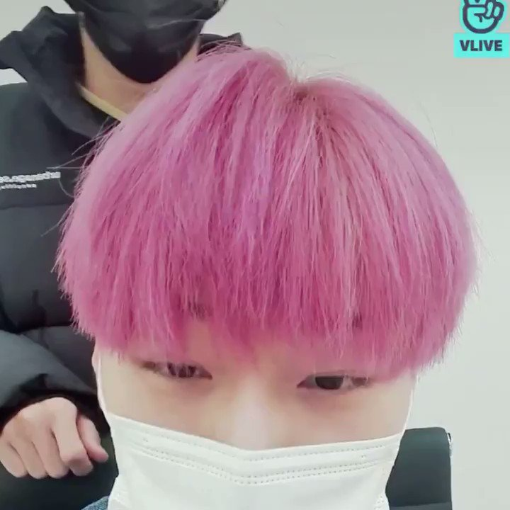 ◇ 210120 VLIVE  ◇  Wooyoung playing with Sans hair   @ATEEZofficial #ATEEZ #에이티즈 #WOOYOUNG #JungWooyoung #정우영 #우영
