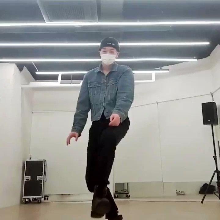[INFO] 210120  San from boy group ATEEZ has covered Kai's '음 (Mmmh)' during a recent VLIVE broadcast✨ Full cut: 44:21 - 45:20  🔗:   #KAI #카이 #カイ #金钟仁  #엑소카이 @weareoneEXO