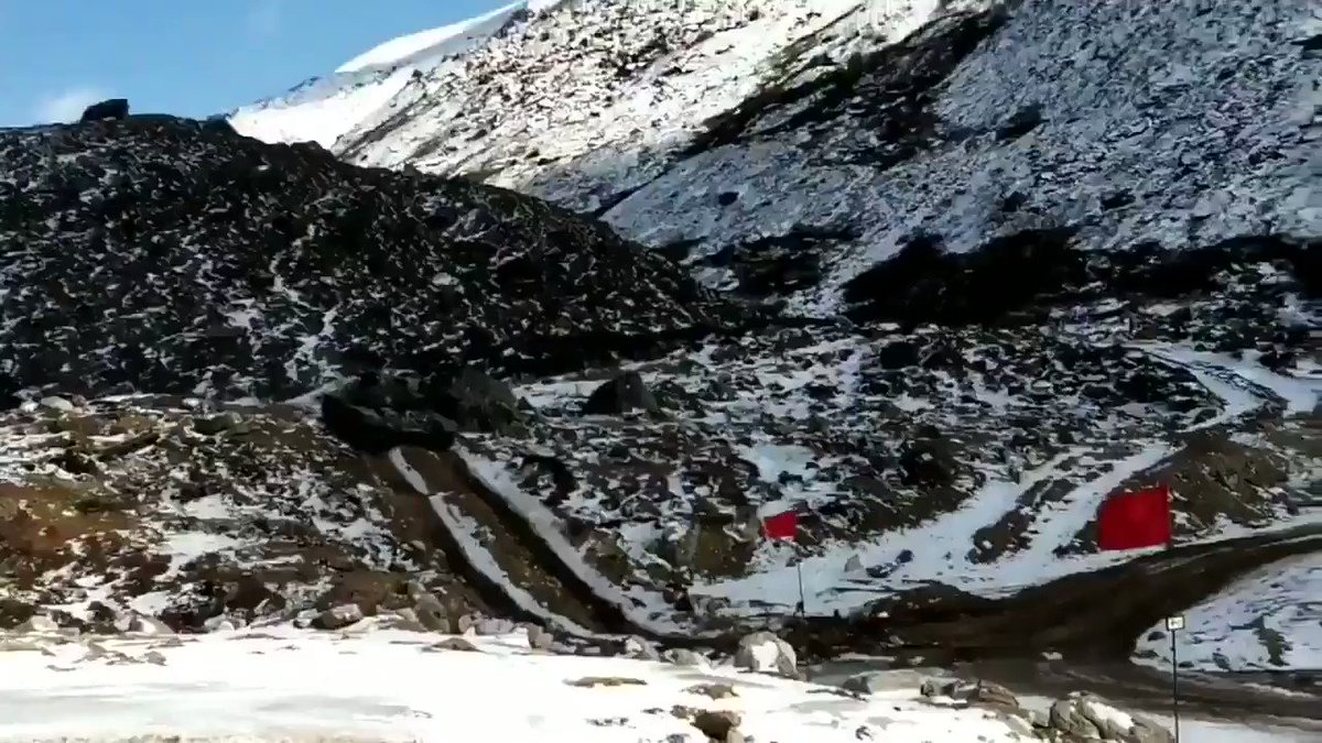Here's a short clip of #IndianArmy T-72M1 at training ground #infrastructure built for #tankmen at 4572 meters along #LAC #IndiaChinaFaceOff, crews first trained for days on #simulators modified for #ladakh terrain & against #PLAGF  @rathorekaran17 @RaveenKr @bsdhanoa @r_bhaduri