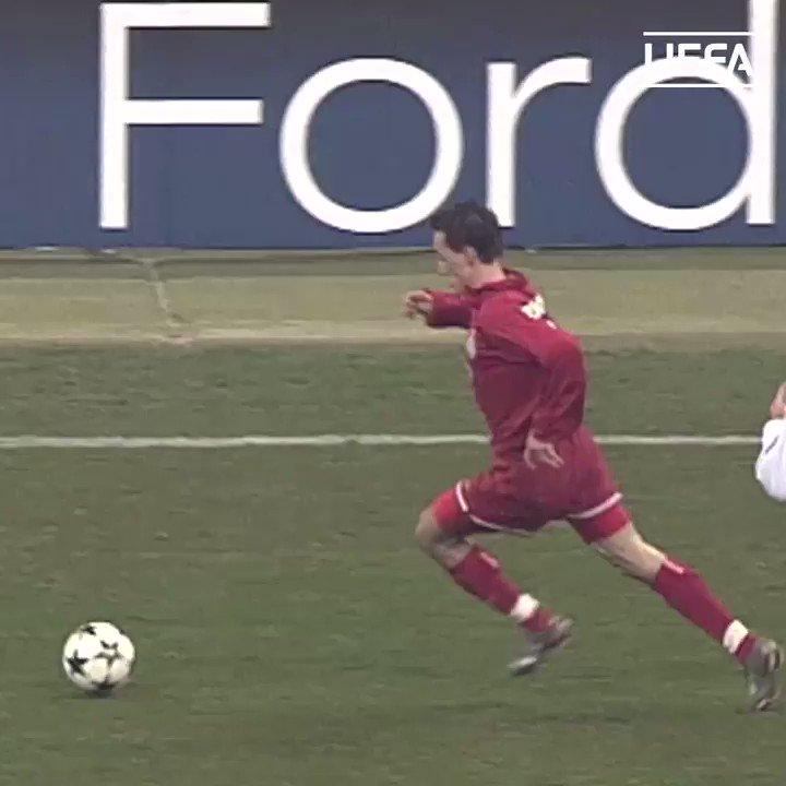#TalDiaComoHoy en 1985 debutaba con el Milan un tal Paolo Maldini...  𝗘𝘀𝘁𝗮𝗻𝗱𝗮𝗿𝘁𝗲 rossonero, 𝗹𝗲𝘆𝗲𝗻𝗱𝗮 italiana, 𝗺𝗶𝘁𝗼 del fútbol mundial...🤩  ¿El mejor defensa europeo de la historia? 🤔  #UCL | @acmilan