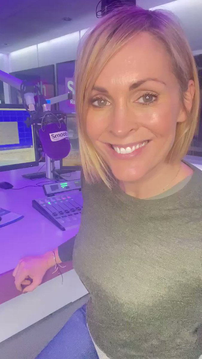 We're celebrating @GaryBarlow from @takethat because it's his birthday today! 🕺🎤  Join @Jennifalconer as we say HAPPY BIRTHDAY 🥳   Listen to Jenni here ➡️ https://t.co/16dsElLilw https://t.co/4yES9miFxt