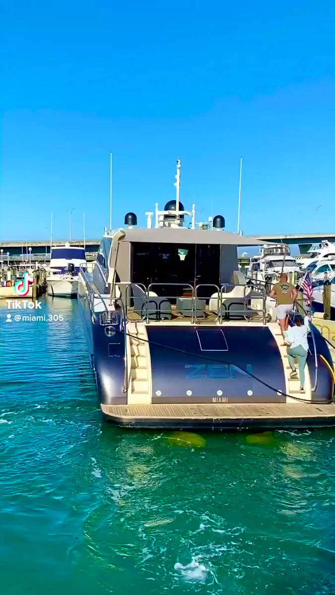 #miami is the perfect city for #yacht lovers! #yachting #yachts #boats #yachtsnews #megayacht #luxury #luxuryyacht #MiamiBeach #ocean #miamilife #miamilifestyle #lifestyle #cruising #WeDoMoreWednesdays @OceanDriveMag @BrickellMag @Miamimagazine #nyc