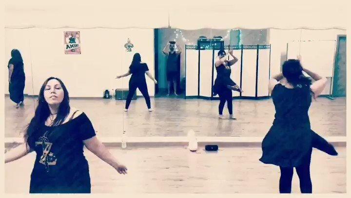 𝑪𝒍𝒂𝒔𝒔𝒆𝒔 𝑩𝒐𝒍𝒍𝒚𝒘𝒐𝒐𝒅!!  A la Kaverna tenim classes per tothom: petits, grans, ells, elles...  L'únic que et cal són 𝐠𝐚𝐧𝐞𝐬 𝐝𝐞 𝐩𝐚𝐬𝐬𝐚𝐫-𝐡𝐨 𝐛𝐞́! 🤩  Informa't a : ☎️ 636.395.764 lakavernademolins@gmail.com  #lakaverna #bollywood #dance  #ensayo #india