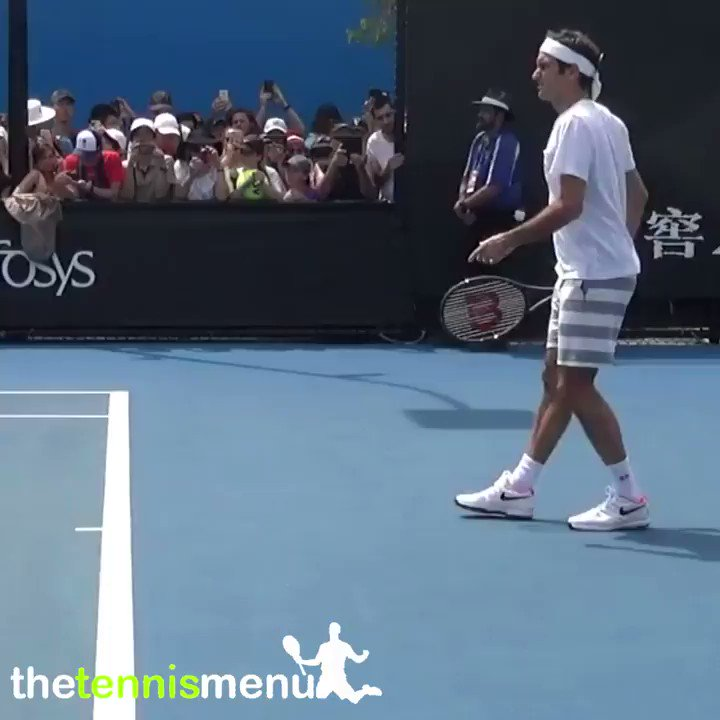 The technique and fluency of the Federer groundstrokes are a thing of beauty 😍  who is excited to see Roger's return in 2021? 🙋♂️  #rogerfederer #federer #uniqlo #20grandslams #goat #groundstrokes #analysis #video #tennispro #tennisplayer #atptour #australianopen #tennis