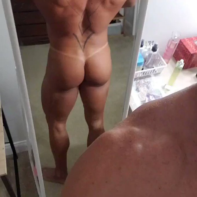 You know what day it is...  #HumpDayHappiness #mensfitness #bubblebuttboy #muscleboy https://t.co/LX