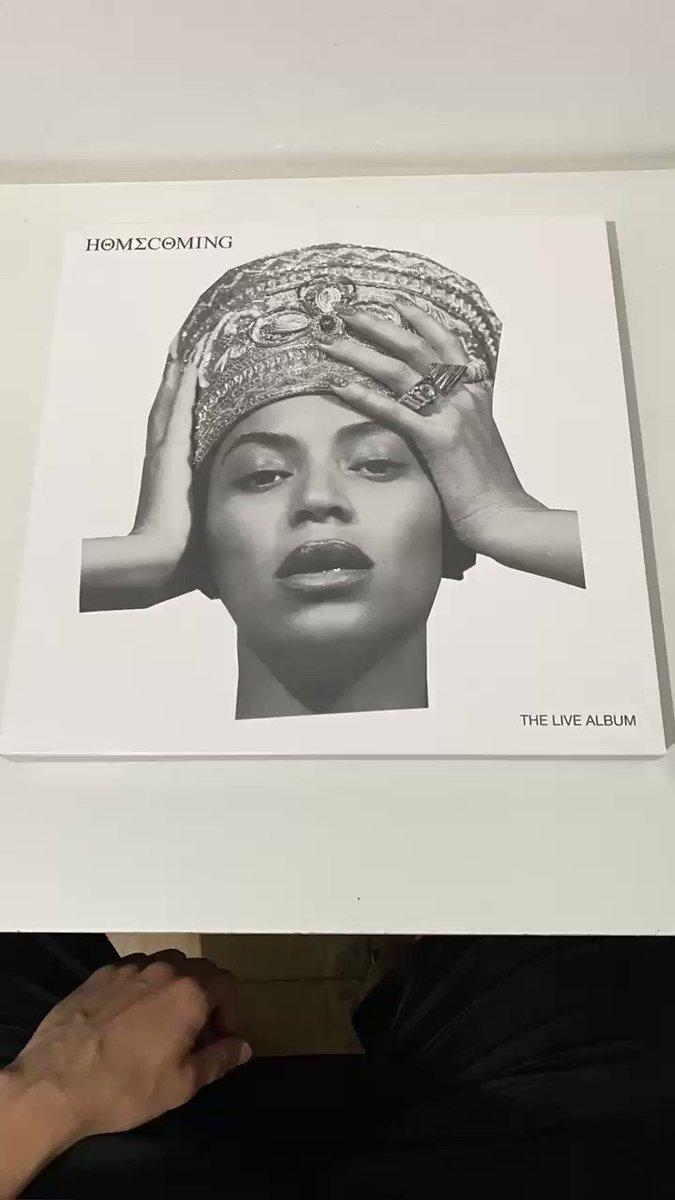 Mais um presente de aniversário chegando e eu to só o surto com essa perfeição em mãos! @musiccollector_ @Beyonce #HOMECOMING