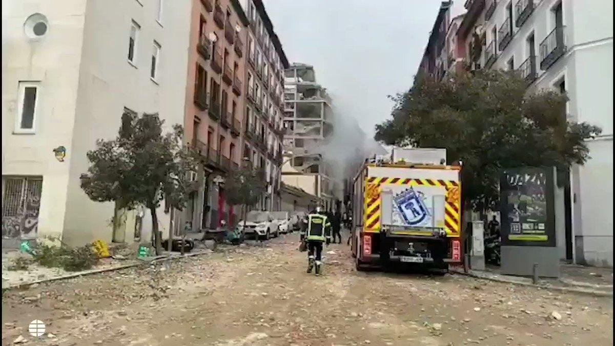 Una fuerte explosión en Madrid destroza un edificio en la zona de la Puerta de Toledo. La primera hipótesis apunta a una explosión de gas  @traficoni #MadridNevado #MadridmeMata #MadridCFFEDFLogrono #MadridNextGeneration #MadridVuelve  #madridista #madridnieve #madridbajolanieve