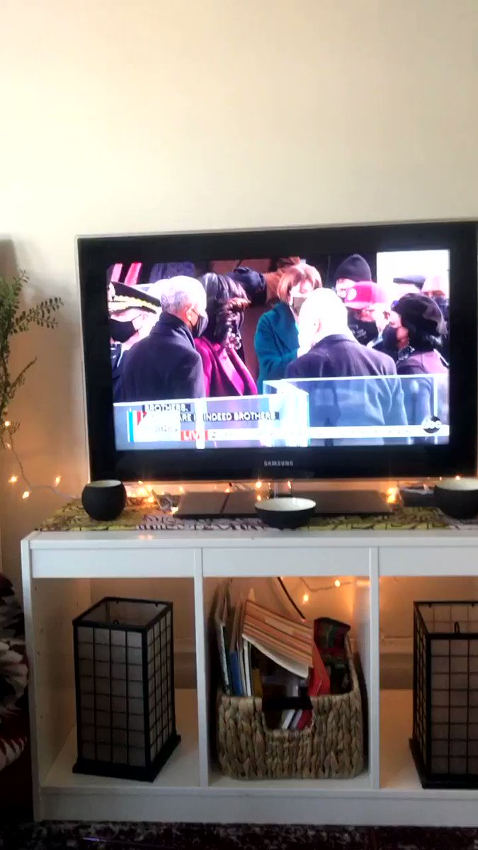I was gonna talk about Michelle's fit but DID PRES OBAMA JUST DO HAND GUNS BAHAHAHHA #InaugurationDay