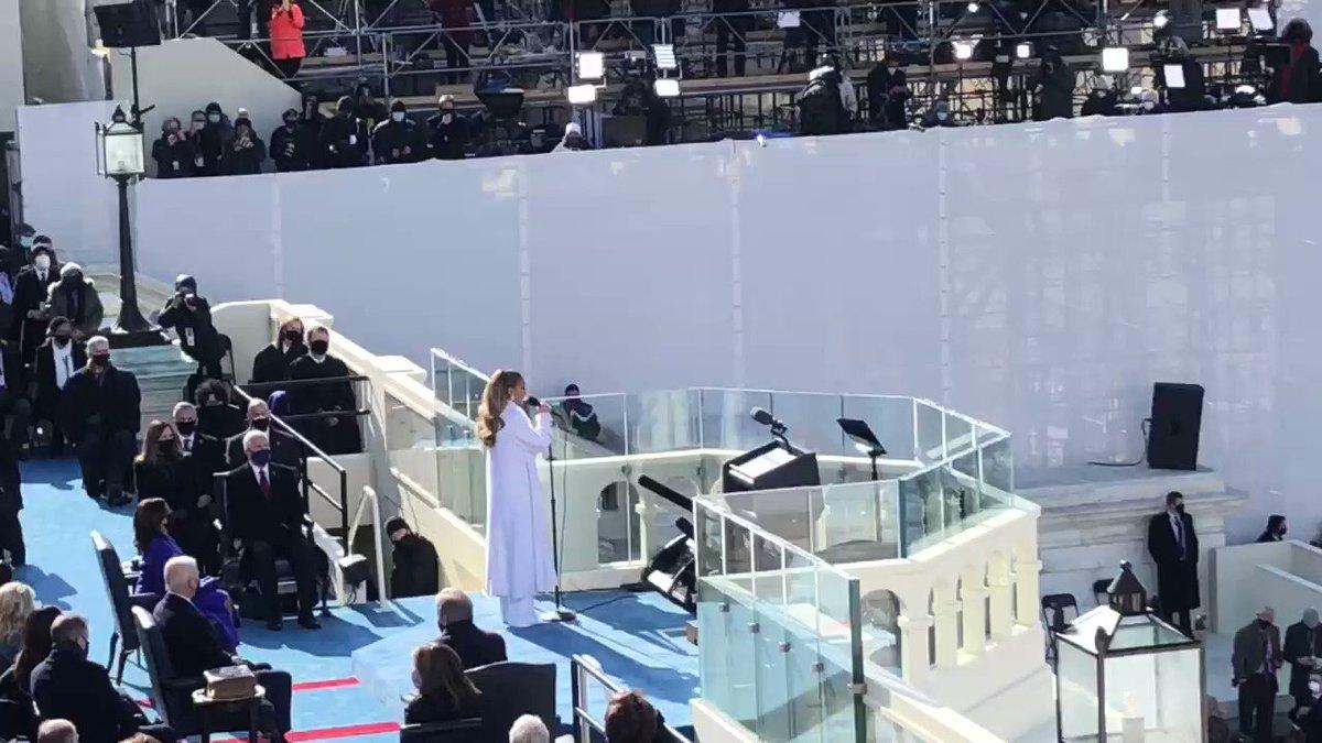 .@jlo singing at the Biden Inauguration.  Beautiful. 🇺🇸🇺🇸