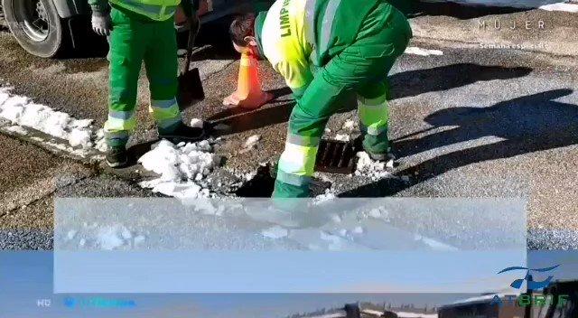🔴🎥Gracias a @tiempobrasero de @antena3com por hacerse eco del trabajo de las #BRIF de @mitecogob tras el paso de #Filomena, en este caso por la ciudad de #Toledo en la que los #BomberosForestales de @brif_iglesuela llevan 10 dias retirando hielo y nieve de sus calles! 💪👨🚒❄️