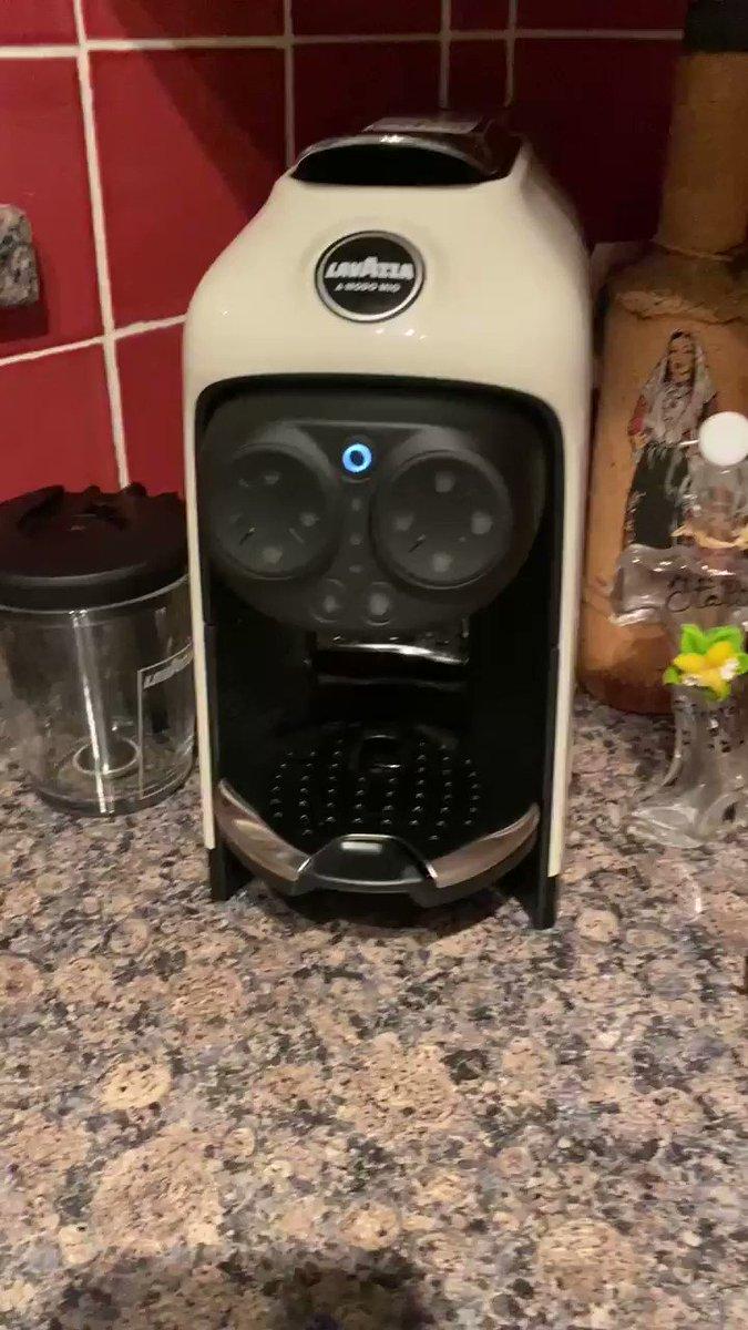 Credo di essermi innamorata della mia nuova  #Lavazza Desea ... sono al 6sto espresso ... e che aroma 🥰 ... keep calm & have a coffee indeed 😂🥰😂‼️