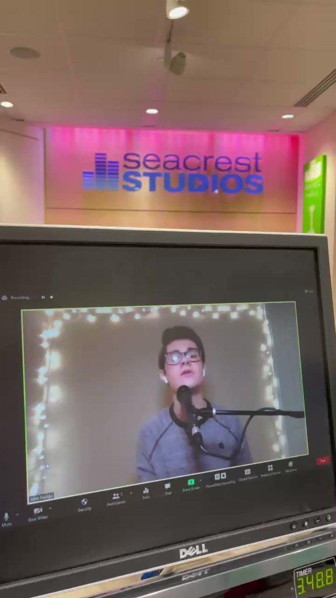 Intern Spotlight: John (@Yale) performs for patients each week during his virtual internship with @VUMCchildren!