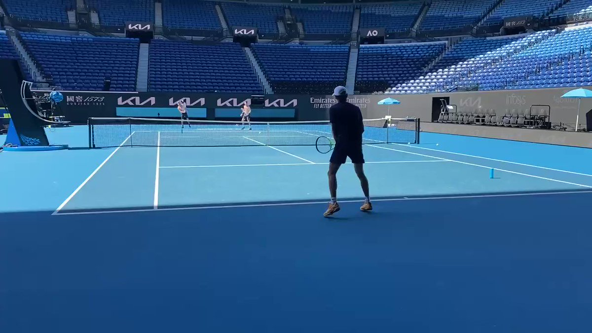 How good being back on this court 😍😍😍 I've missed you @AustralianOpen 🙏 https://t.co/BMqNwl9y0u