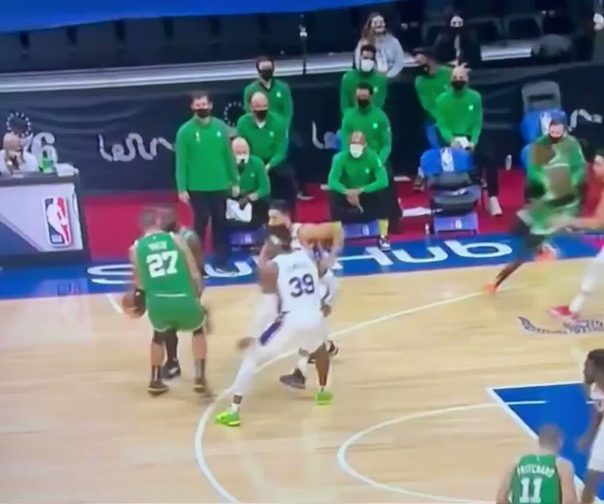 """Jaylen Brown cooked Ben Simmons and hit him with the """"too small."""" 💀  https://t.co/zJFtvb5UPT"""