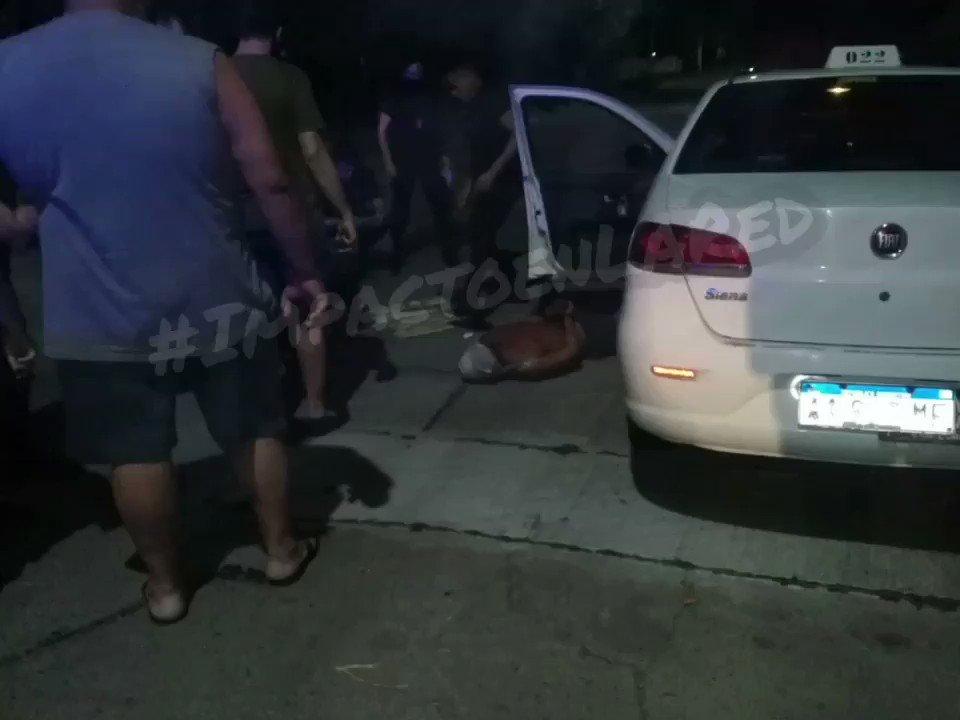 #SanLorenzo #Urgente #Ahora intento de robo a #taxista a punta de arma Blanca la taxista logró llamar la atención de un Móvil policial que lo redujo y por estas horas está detenido 👇  @leodelga2 @emergenciasAR @JoseljuarezJOSE @telenocheRos