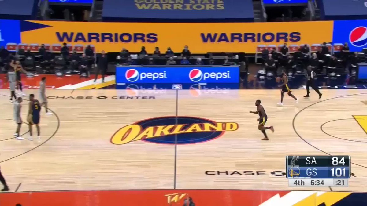 Spurs go to a box-and-one (too little, too late).  Warriors pass around, looking to find holes. Curry realizes Wiggins is wide open behind him and screens his man plus another defender lol